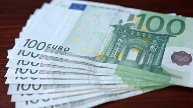Pile Of Hundred Euro Bills: Stock Video