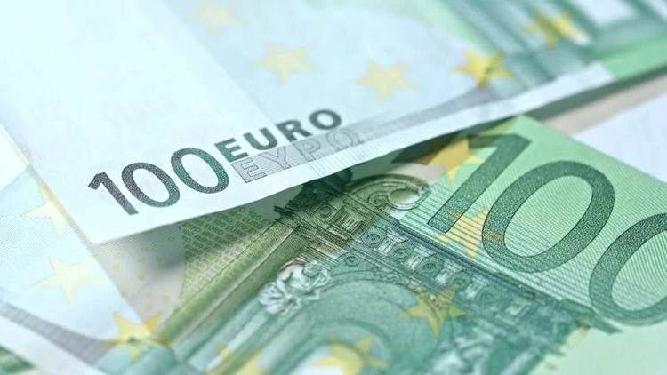 Hundred Euro Banknotes Pile: Stock Video
