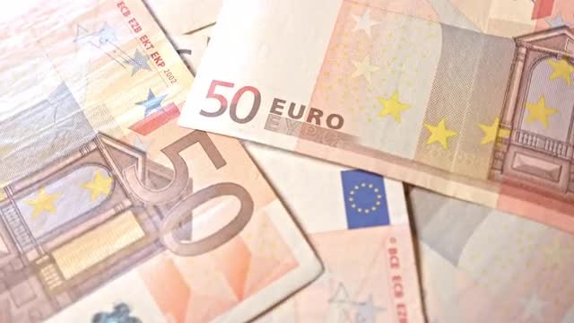 Rotating View 50 Euro Banknotes : Stock Video