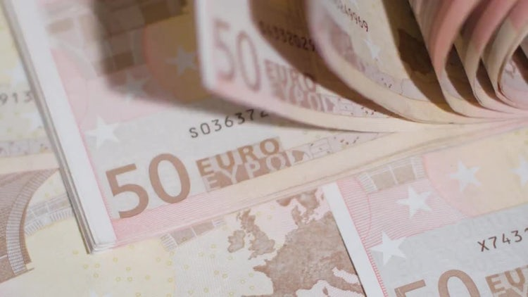 Flipping 50 Euro Banknotes : Stock Video