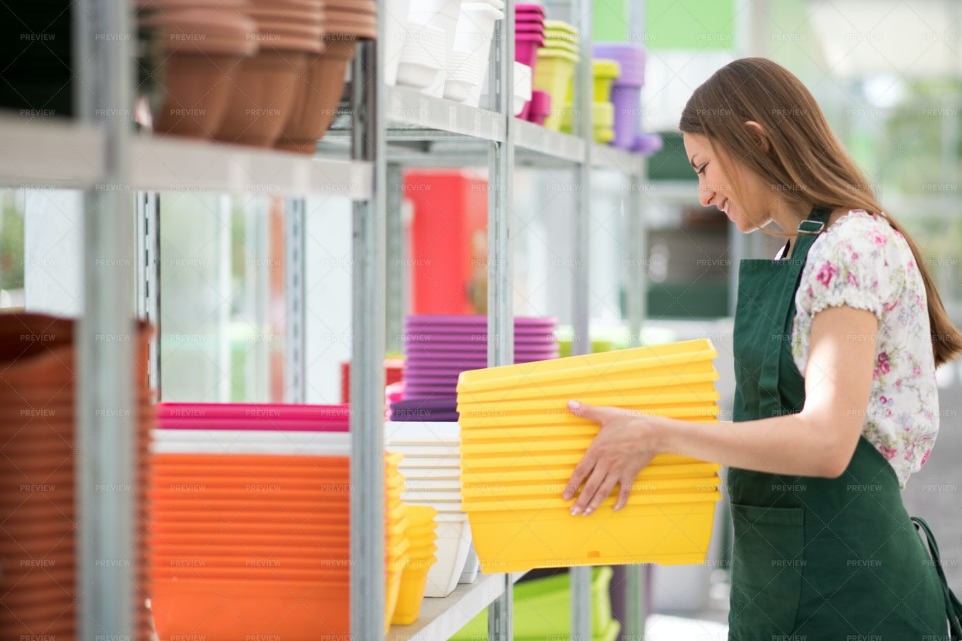 Store Assistant At A Nursery: Stock Photos