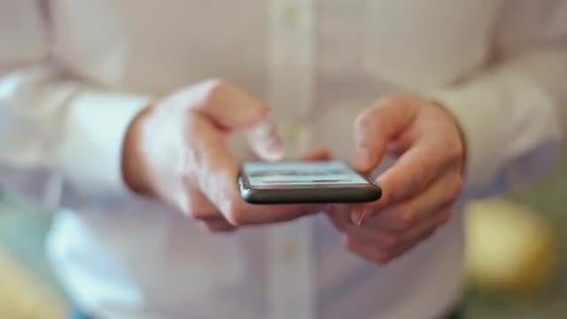 Man on Smartphone Social Media : Stock Video