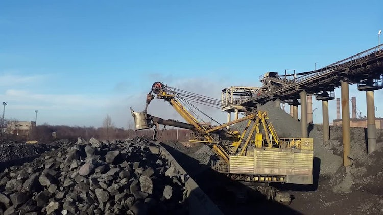 Loading The Ore Into Dump Truck: Stock Video