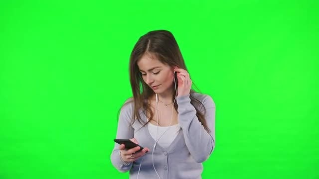 Listening To Music On Smartphone: Stock Video