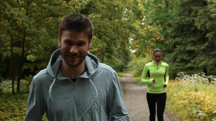 Runners Glance : Stock Video
