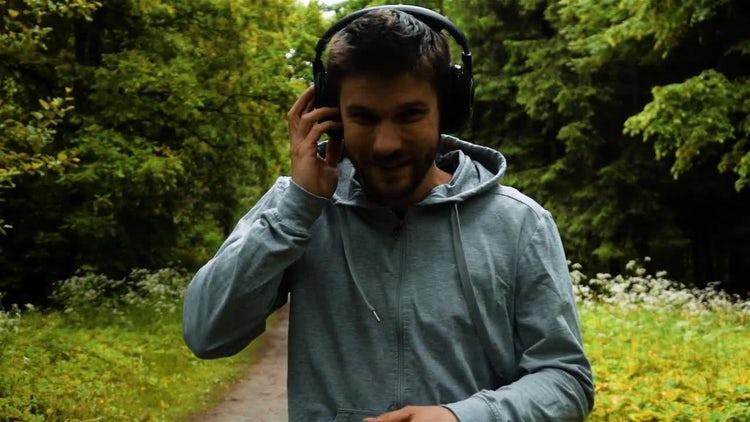 Running Listening To Music : Stock Video