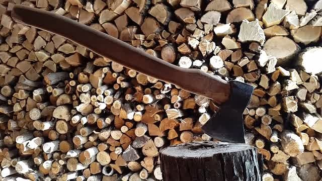 Axe For Splitting Wood: Stock Video