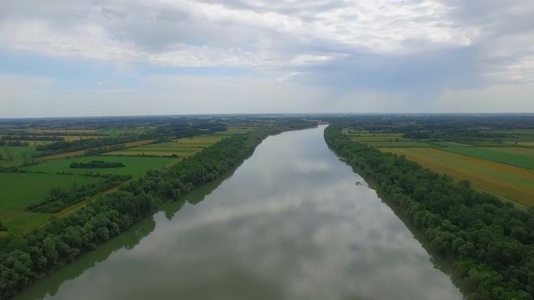 River Aerial View: Stock Video