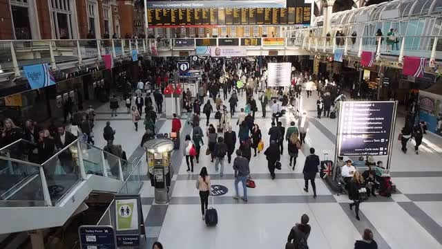 Liverpool Street Station: Stock Video