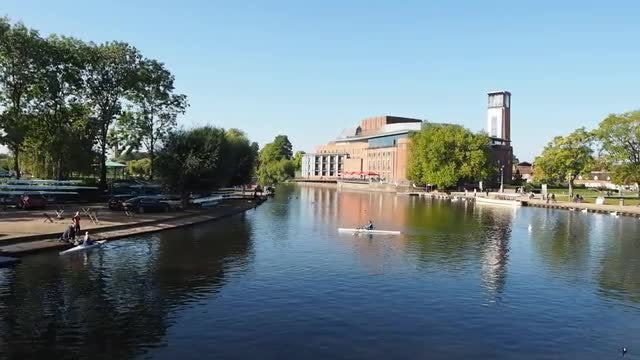 River Avon In Shakespeare's Hometown: Stock Video