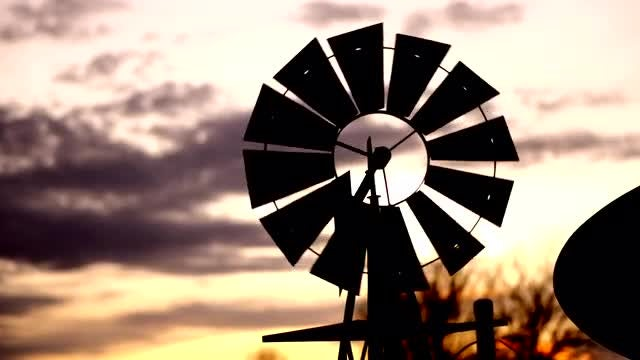 Western Windmill: Stock Video