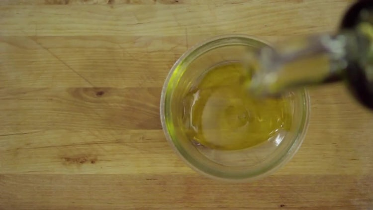 Pouring Olive Oil: Stock Video