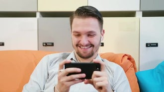 Enjoying The Smartphone: Stock Video