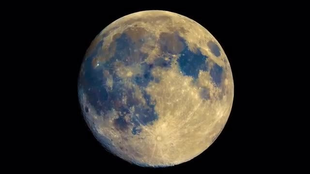 Zooming In The Full Moon: Stock Video