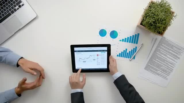 Businessmen Analyzing Diagrams: Stock Video