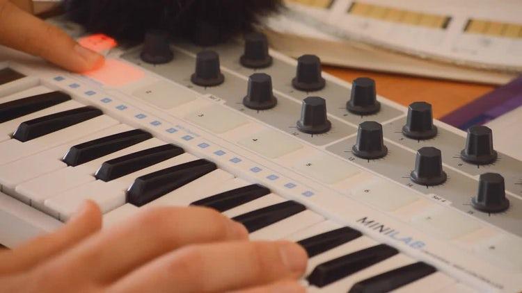 Testing MIDI Keyboard Controller : Stock Video