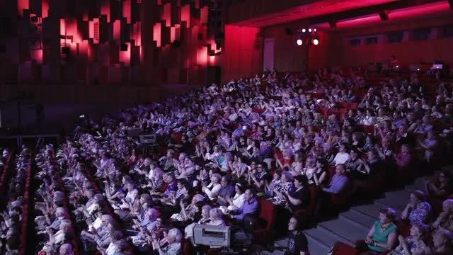 People Applaud A Movie: Stock Video