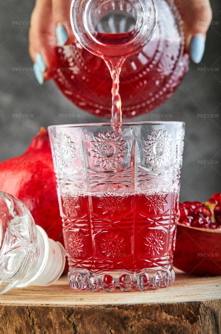 Pomegranate Wine: Stock Photos