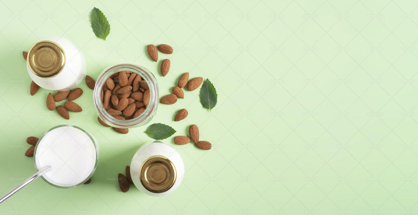 Almond Milk: Stock Photos