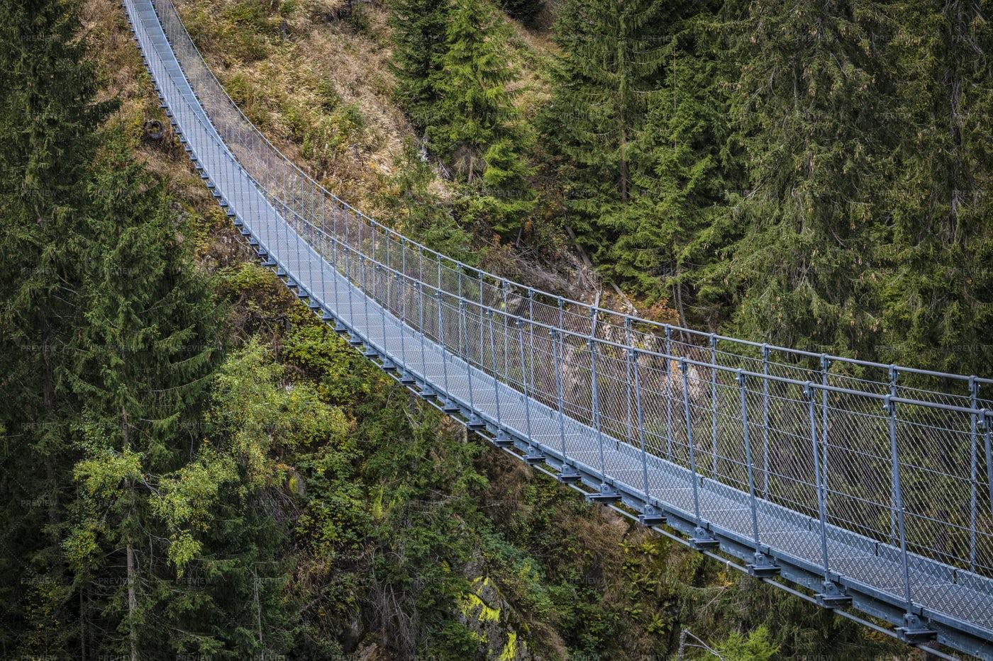 Suspended Bridge: Stock Photos