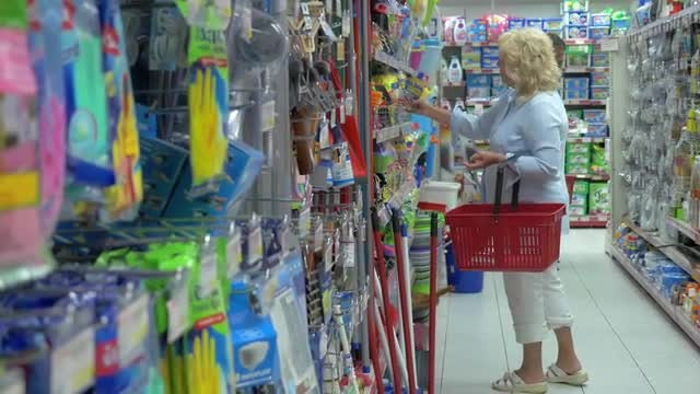 Old Lady Shopping At Supermarket : Stock Video