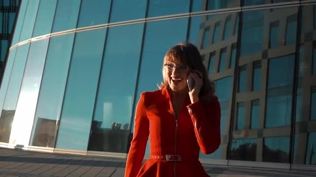 Businesswoman Answering Phone: Stock Video