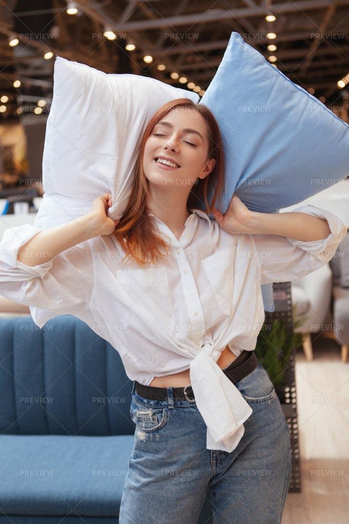 Pillow Shopper: Stock Photos