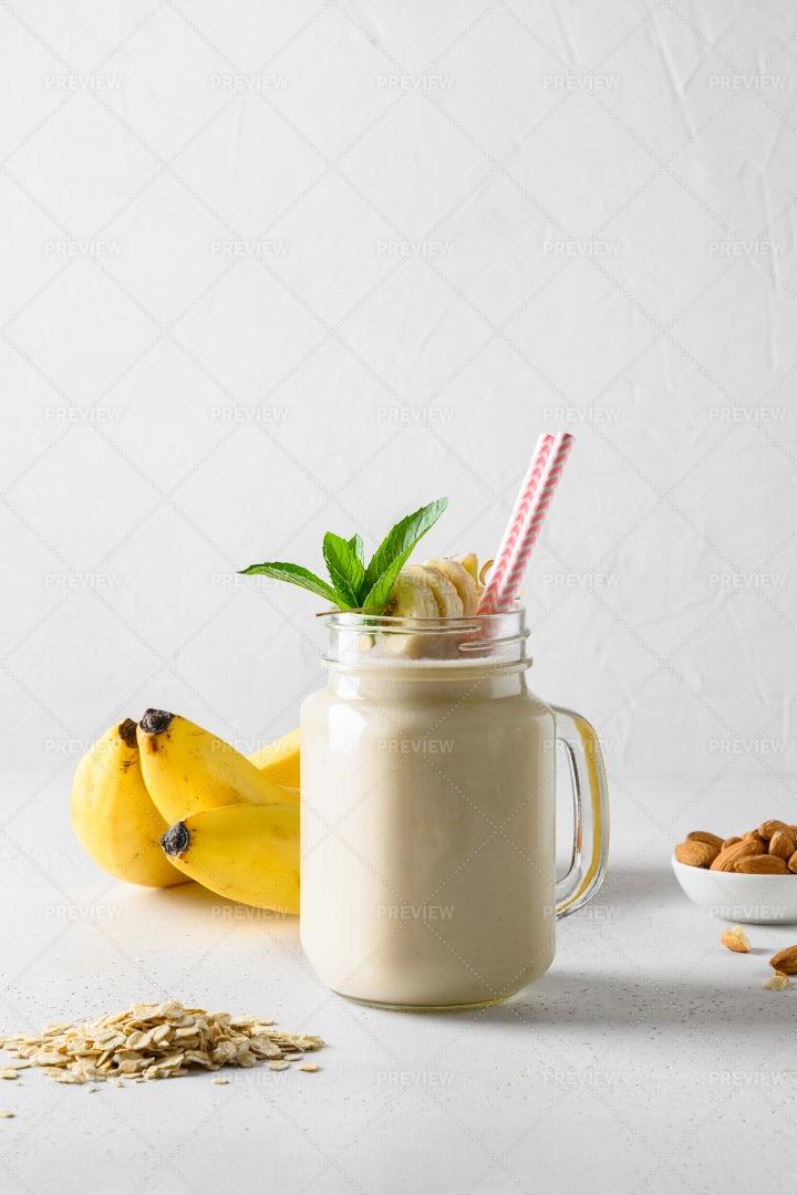 Sweet Milkshake: Stock Photos