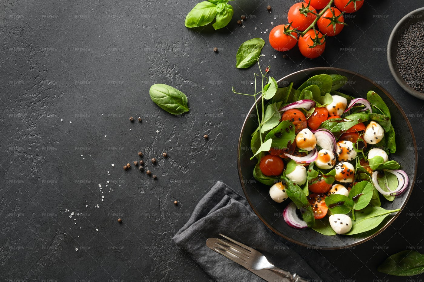 Salad With Spinach And Tomatoes: Stock Photos