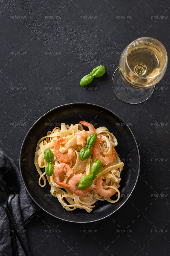 Italian Pasta With Shrimp: Stock Photos