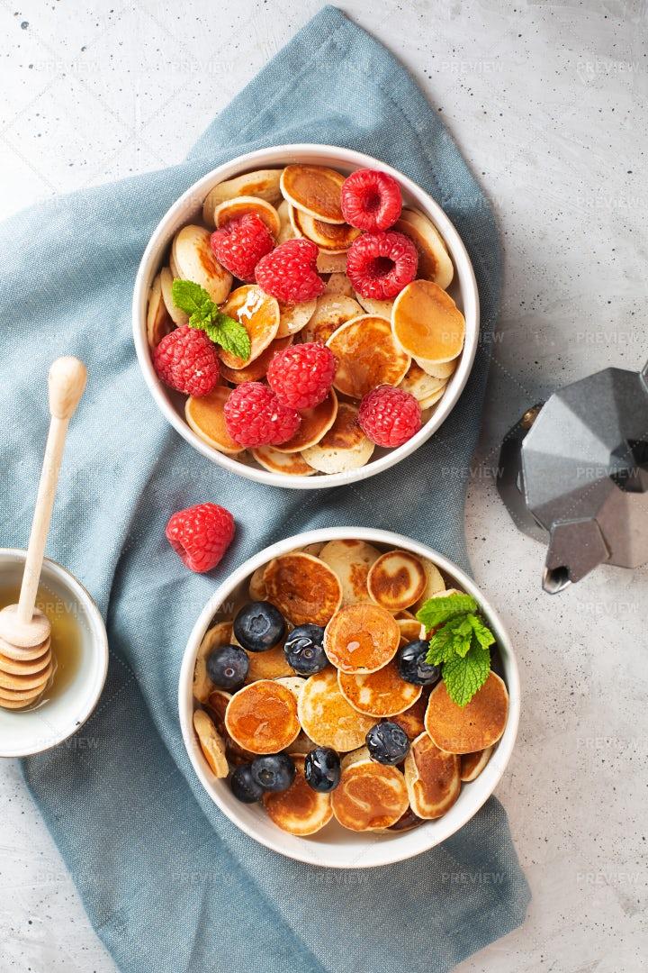 Tiny Pancakes Bowl: Stock Photos
