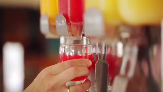 Using A Juice Pouring Machine: Stock Video