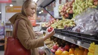 Woman Choosing Fresh Fruits : Stock Video