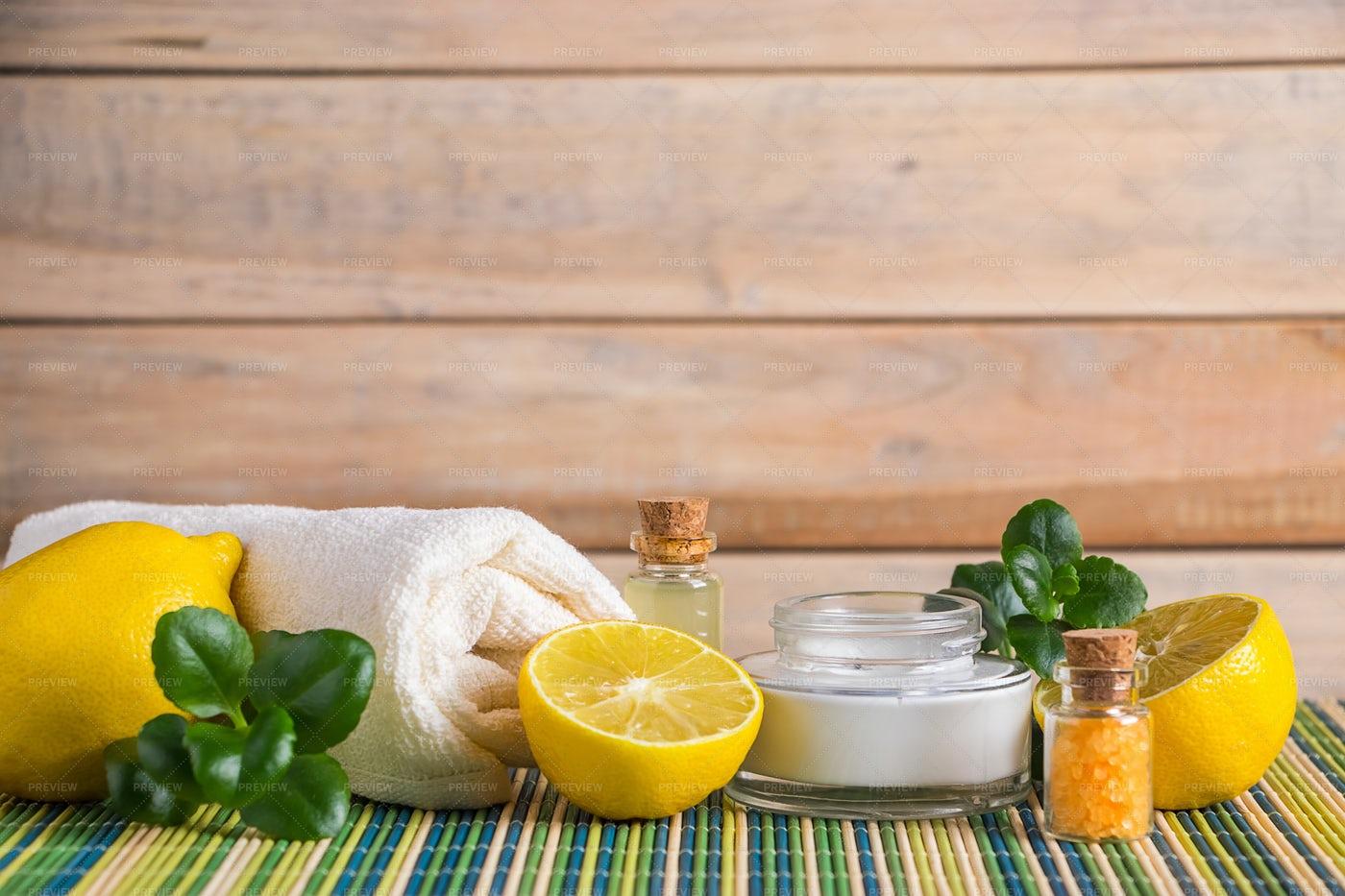 Lemon Cosmetic Oil: Stock Photos