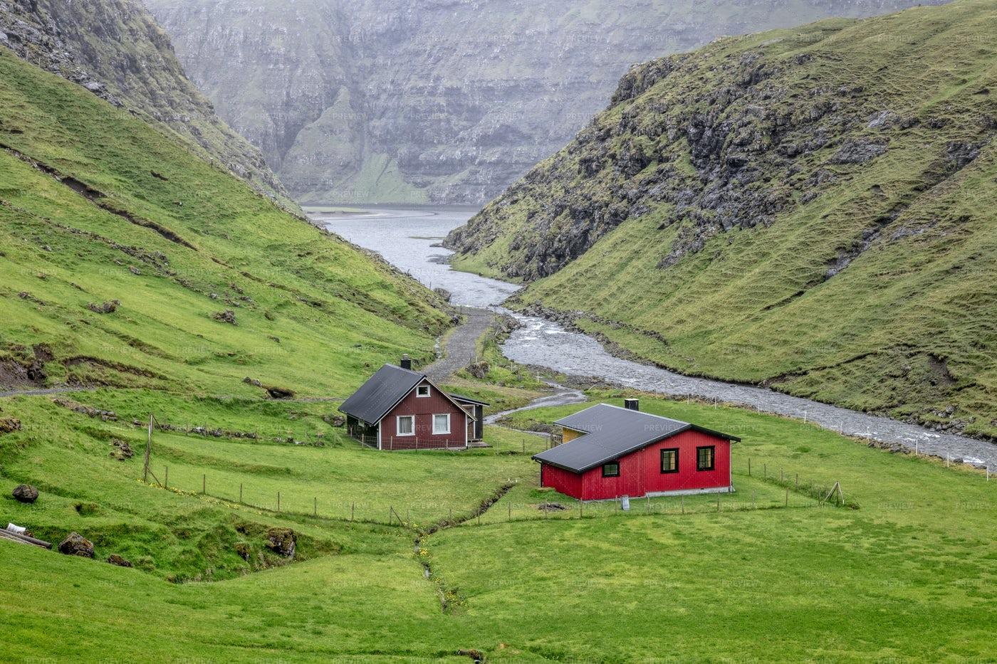 Houses In Saksun: Stock Photos