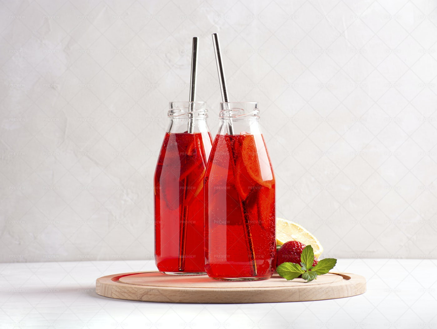 Iced Strawberry Lemonade: Stock Photos