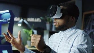 Laboratory Worker In VR Glasses: Stock Video