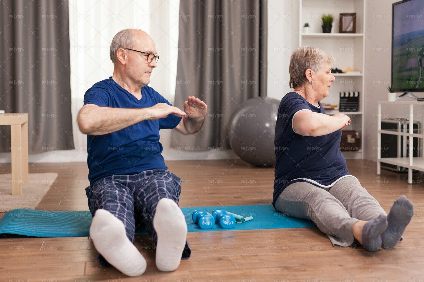 Active Seniors Streching: Stock Photos