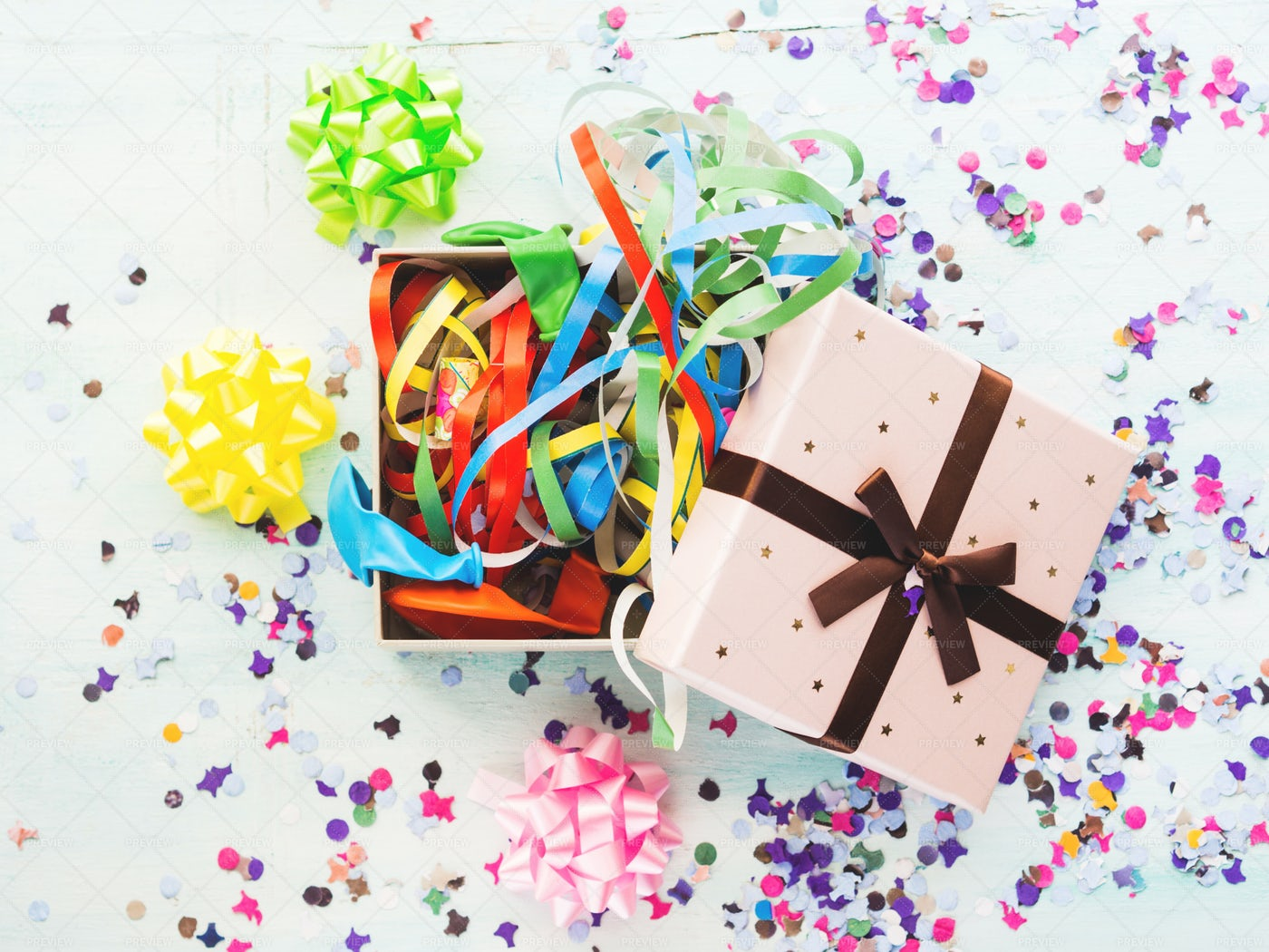 Gift Box With Streamers: Stock Photos
