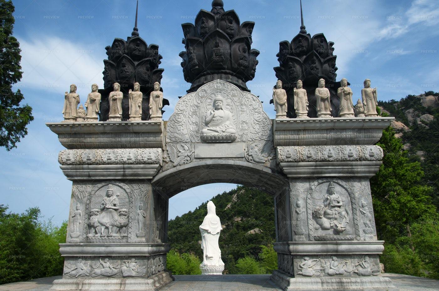 Huayan Buddhist Temple Gate: Stock Photos