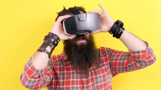 Man Wearing Virtual Reality Headset : Stock Video