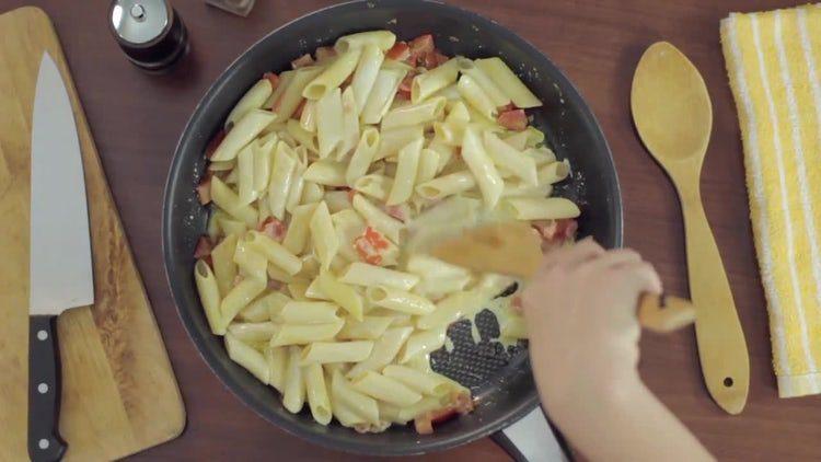 Cooking Pasta With Cream: Stock Video