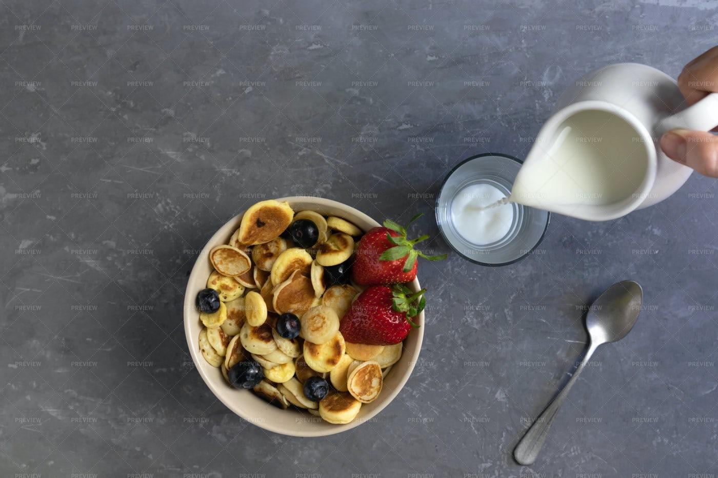 Small Pancakes With Milk: Stock Photos