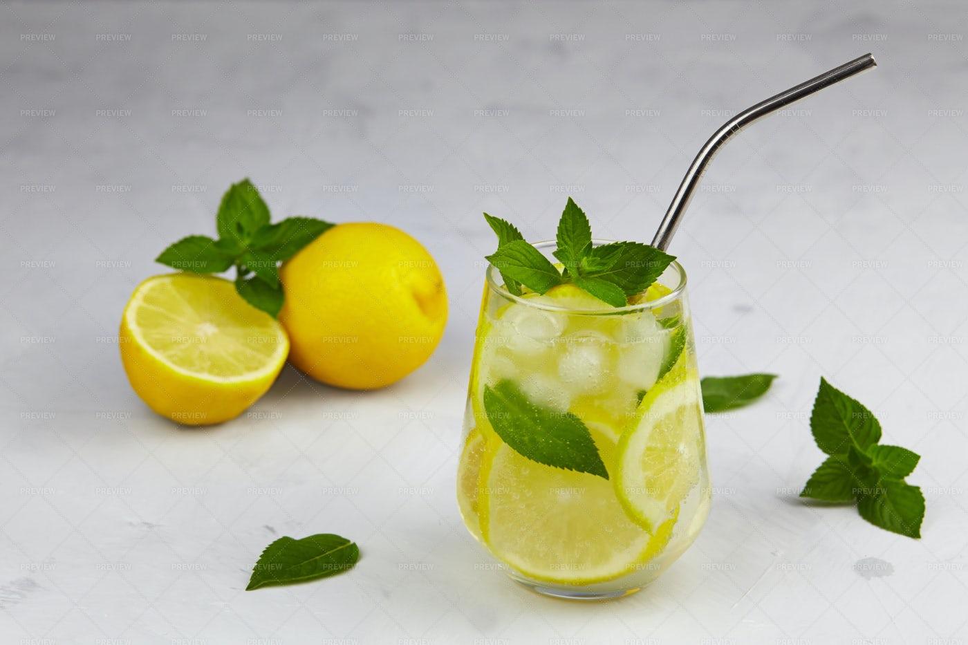 Icy Lemonade: Stock Photos