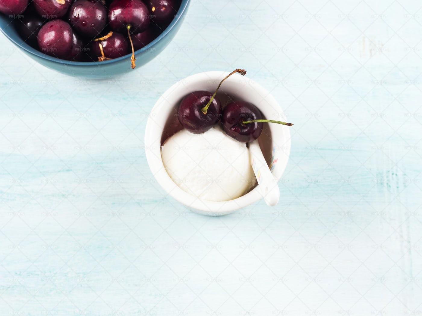 Frozen Yogurt Dessert: Stock Photos