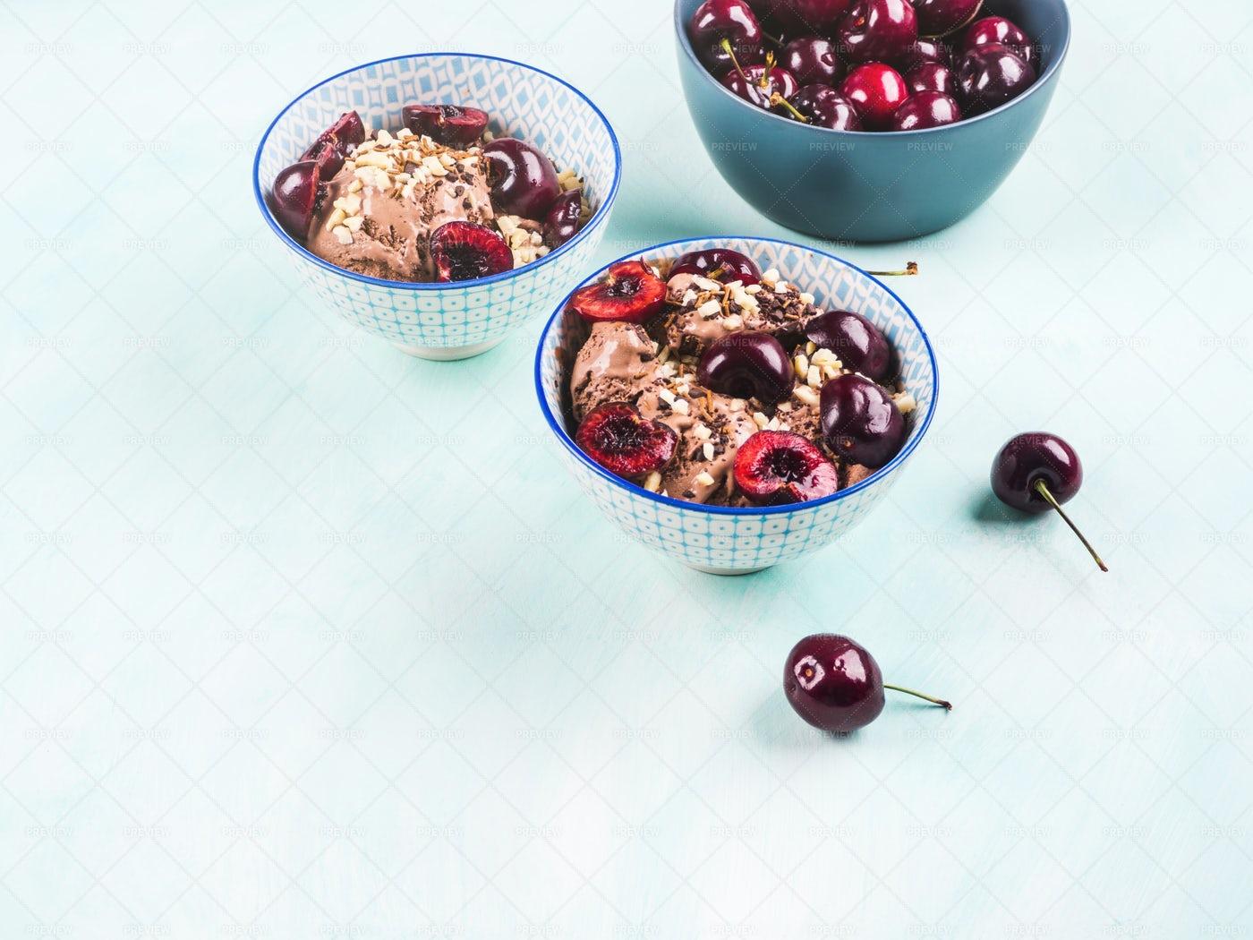 Chocolate Ice Cream Sundae: Stock Photos