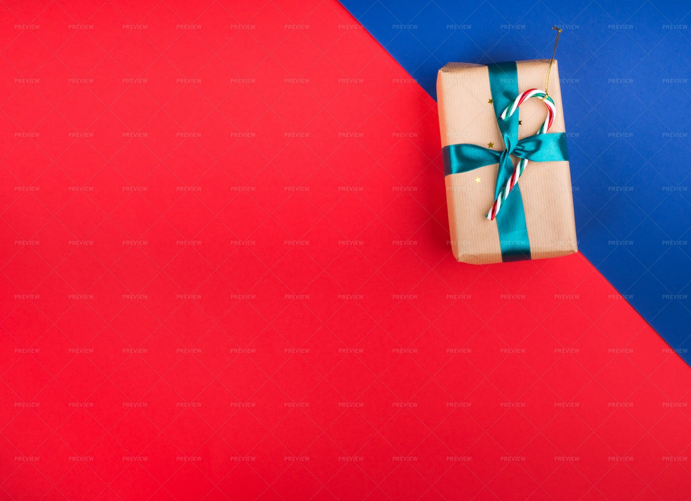 Red Background With Present: Stock Photos