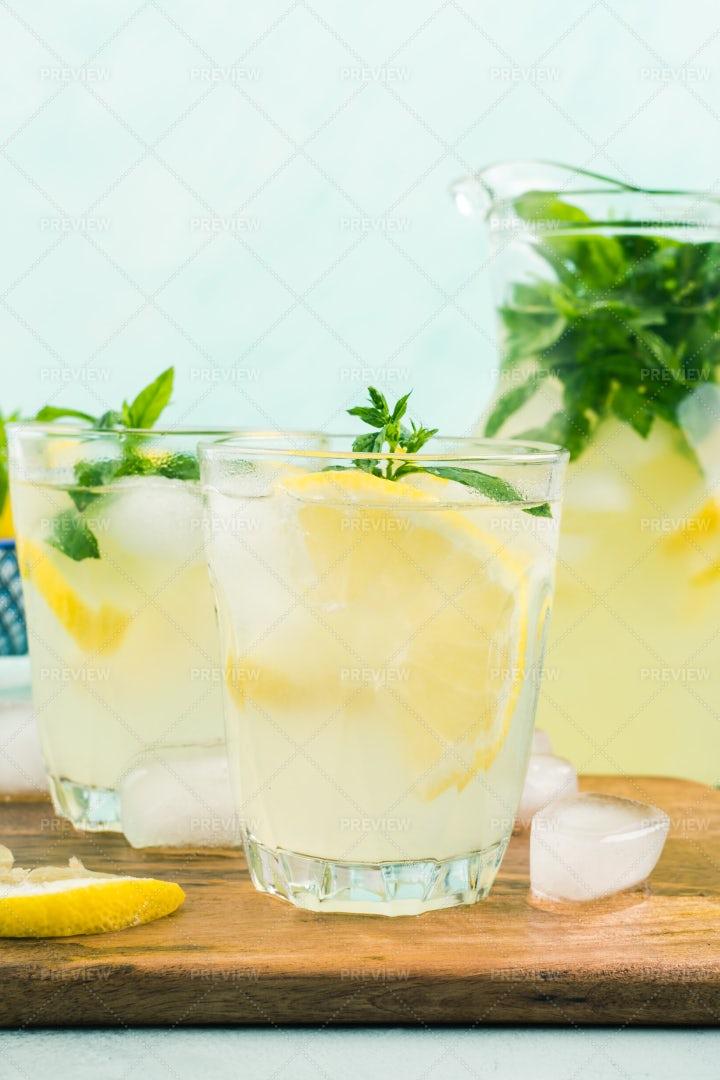 Fresh Lemon Lemonade: Stock Photos