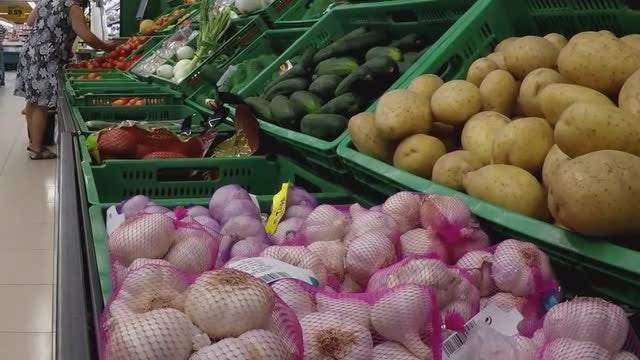 Fruits And Vegetables On Display: Stock Video