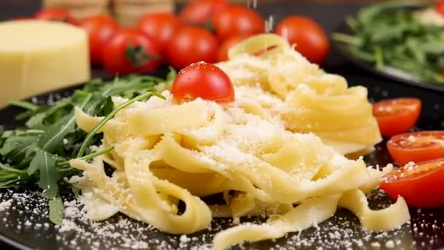 Pasta With Fresh Vegetables: Stock Video